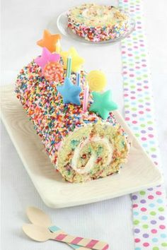How delicious does this Confetti Cake Roll recipe look?!