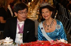 Nobel physics laureate Hiroshi Amano and Queen Silvia of Sweden lose for the camera during a dinner for the prize winners