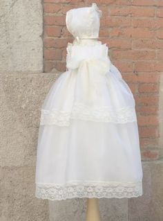 b4f004057 Conjunto para bautizo Faldón y capota Bonito conjunto de faldón y capota  confeccionado en cristal color