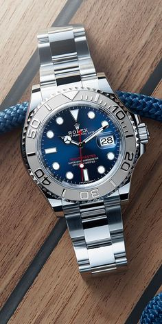 Marine chronometer: the Rolex Yacht-Master 40 in 904L steel with a rotatable bezel in 950 platinum and a blue dial.