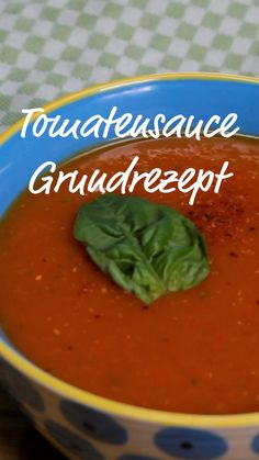 Spicy tomato sauce - with fresh tomatoes - You can easily make this dream of tomato sauce yourself, it& very easy. Healthy Italian Recipes, Vegetarian Pasta Recipes, Italian Pasta Recipes, Chicken Pasta Recipes, Healthy Chicken Recipes, Easy Healthy Recipes, Spicy Tomato Sauce, Tomato Sauce Recipe, Pasta Recipes Video