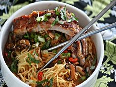the noodles. Serious Eats Chinese Noodles with Sriracha Glazed Ribs. Rib Recipes, Asian Recipes, Healthy Recipes, Ethnic Recipes, Asian Foods, Lunch Recipes, Healthy Food, Recipies, Chinese Noodle Recipes