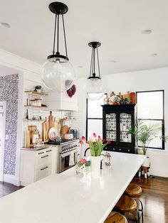 DIY Black Painted Window Frames. Get the high-end, modern look of black windows by painting the frames for a fraction of the cost of new windows. Painted Window Frames, Black Window Frames, Vinyl Frames, Black Windows, Painted Doors, Painting Vinyl Windows, Window Manufacturers, Kitchen Paint Colors, Dining Nook