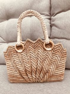 De Schelp tas haken, het hele patroon – Haken en breien met Samar Crochet Clutch Bags, Crochet Handbags, Crochet Purses, Baby Knitting Patterns, Crochet Patterns, Yarn Bag, Knitted Bags, Beautiful Crochet, Crochet Stitches