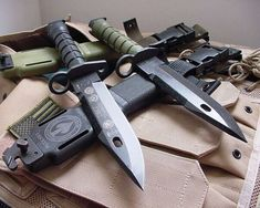 Chemical Survival Prepping Things To Survival Weapons, Survival Life, Survival Gear, Survival Prepping, Military Knives, Combat Knives, Dagger Knife, Edc Knife, Edc Tactical