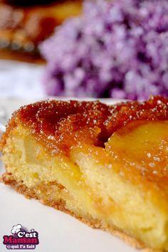 Ce délicieux gâteau Tatin aux pommes est aussi gourmand qu'une tarte Tatin, mais avec la générosité plus moelleuse d'un gâteau cuit par-dessus. Et, plus facile à réaliser. L'extérieur du gâteau est infusé et transformé par le ca