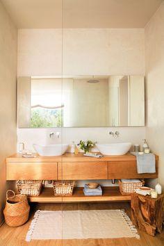 Baño con lavamanos doble y mueble volado de madera con tres cajones_ 00449816