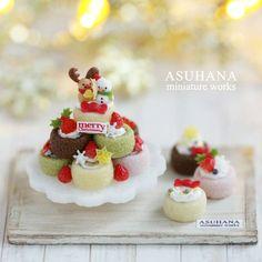 #miniature #food #minifood #christmas #strawberry #cake #rolls