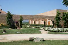 William Cole Vineyards by Chile Wein Contor: Liebevolle Details wie dieser Wegweiser zu den Parkplätzen der Besucher machen den Erkundungsgang durch das Weingut abwechslungsreich. Es gibt so manches zu entdecken - nicht nur hervorragende Weine.