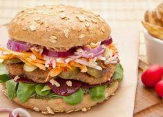Was als Food-Truck auf Kölner Wochenmärkten begann, gibt es nun auch in einem eigenen Restaurant in Köln Ehrenfeld: beste vegane Burger aus 100% Bio-Zutaten. In der Hospeltstraße kann man die veganen Spezialitäten von Mario Binder und Ulrich Glemnitz von Dienstag bis Sonntag ab 11.30 Uhr genießen. >>>Hier geht's zu den bunten Burgern