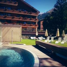 Mont Cervin Palace & Spa ! Great Places, Spa, Mansions, House Styles, Outdoor Decor, Home Decor, Pictures, Luxury Houses, Interior Design