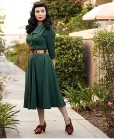 1940s Fashion Women, Retro Fashion, Vintage Fashion, Rockabilly Outfits, Rockabilly Fashion, Rockabilly Style, Vintage Coat, Vintage Looks, Vintage Style
