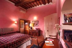 Antica Dimora Firenze is an elegant bed and breakfast located in the center of Florence. The central b&b in Florence offers a welcoming, refined atmosphere, with period furniture and precious furnishings in the guest rooms. Common Room, Common Area, Florence City, Private Room, Bed And Breakfast, Luxury Bedding, Tuscany, Accent Decor, Guest Room