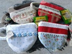 Faire une pochette à thé ! Cute Purses, Mugs, Hip Bag, Sewing Box, Slipcovers, Paper Pieced Patterns, Gifts, Nice Purses, Cups