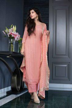 Stylish Dresses For Girls, Stylish Dress Designs, Designs For Dresses, Dresses For Women, Heavy Dresses, Stylish Girl, Formal Dresses, Dress Indian Style, Indian Fashion Dresses