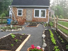 22 Ways for Growing a Successful Vegetable Garden - DIY Garten Backyard Vegetable Gardens, Vegetable Garden Design, Landscaping With Rocks, Garden Landscaping, Fenced Garden, Garden Sheds, Garden Paths, Potager Palettes, Growing Gardens