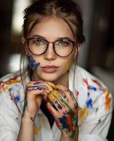 Glasses Outfit, Fashion Eye Glasses, Cute Glasses, Wearing Glasses, Girls With Glasses, Girl Glasses, Eyeglasses For Women, Sunglasses Women, Girl With Sunglasses