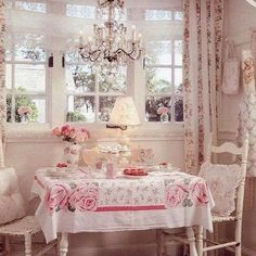 Pretty little table under the window. mania de casa decoracao