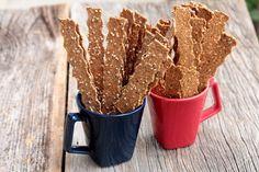 Palitos integrais com gergelim, linhaça e chia - Você vai se apaixonar por esses palitinhos saudáveis, ricos em fibras e simplesmente deliciosos. Você pode usar as sementes que mais gosta e criar a sua versão, você também pode adicionar ervas desidratadas, pimenta e muito mais. Faça esses biscoitos salgados integrais na sua casa. A receita é fácil, eles são assados e perfeitos para um lanche saudável. Healthy Life, Healthy Snacks, Appetizer Recipes, Appetizers, Easy Meals, Food And Drink, Favorite Recipes, Meat, Cooking