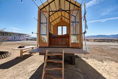23 Best Glamping in California (2021) 23 Glamping California, California Places To Visit, California Getaways, California Honeymoon, California Travel, Airbnb Usa, Go Glamping, Castle House, The Gables
