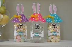 Vasetti a forma di coniglietto ripieni di caramelle