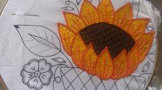 Mismo diseño de Canasta de girasol grande, en otros colores.