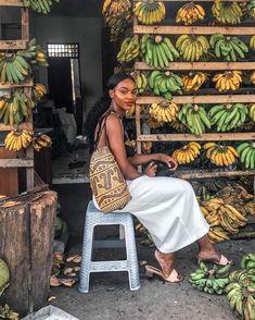 Asiyami Gold inspo for Black Girl Aesthetic, Mode Simple, Black Women Fashion, Black Women Style, Black Girl Style, Black Girl Beach, Gold Fashion, 80s Fashion, African Fashion