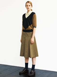LOOKBOOK WOMEN AUTUMN 2018   MARGARET HOWELL Spring Fashion, Girl Fashion, Womens Fashion, Fashion Design, Librarian Style, Margaret Howell, Japan Fashion, Chic Outfits, Everyday Fashion