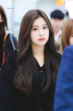 K-Pop Babe Pics – Photos of every single female singer in Korean Pop Music (K-Pop) South Korean Girls, Korean Girl Groups, Korean Beauty Standards, Yuri, Eyes On Me, Honda, Pre Debut, Japanese Girl Group, Kim Min