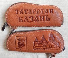 Кожаные футляры для ключей с декоративным тиснением по тематике Татарстана .  #казанский_кремль , #сувениры_казани , #сувениры_татарстана , #ремёсла_татарстана , #герб_казани , #handmade , #leathercraft , #tatarstan