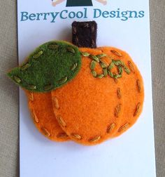 Pumpkin from felt. Could do a Halloween one too! Autumn Crafts, Thanksgiving Crafts, Holiday Crafts, Fall Felt Crafts, Barrettes, Hairbows, Art Fil, Felted Wool Crafts, Halloween Crafts