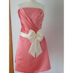 Vestido acampanado rosa palo Referencia: vfc059 PVP 36 € Vestido de raso en tono rosa palo con banda de raso en cintura en tono crema con lazo. Pecho con pliegues y falda tipo acampanado. T 42,44,46,48,50 entrega en 24 horas