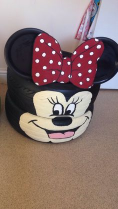 Minnie planter: 2 x tyres, 2 x medium plastic plates, 2 x wooden spoons and an old car mat