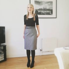 Perfect Ultimate Pencil Skirt! Skirt Sewing, Skirt Patterns Sewing, Mod Look, Sew Over It, Tartan Fabric, Types Of Girls, Fashion Sewing, Dressmaking, Vintage Sewing