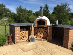 December Oven of the Month 2015 - Mezzo 76 Kit - The Stone Bake Oven Company Stone Pizza Oven, Diy Pizza Oven, Pizza Oven Outdoor, Pizza Ovens, Brick Oven Outdoor, Outdoor Cooking Area, Modern Outdoor Kitchen, Outdoor Kitchens, Outdoor Rooms