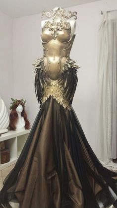 This is The Dress Of The Phoenix. I don& really have any more information than that except it looks cool and also looks long enough to comfortably wear without underwear. Unless it actually catches fire, then you& gonna wish. Pretty Dresses, Beautiful Dresses, Gorgeous Dress, Kleidung Design, Mode Costume, Fantasy Costumes, Fantasy Dress, Fantasy Clothes, Fantasy Map