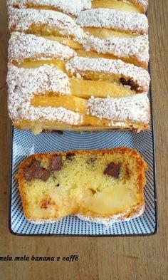 plum cake with apples and chocolate 2 Apple Desserts, Italian Desserts, Cookie Desserts, Italian Recipes, Love Eat, I Love Food, Sweet Recipes, Cake Recipes, Plum Cake