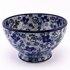 Adorable bowl. It's so precise it's hard to believe it was decorated by human hand. The newest patterns of #PolishPottery are ready for you at http://slavicapottery.com