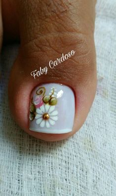 Unhas decoradas para formatura – MUITAS fotos para você se inspirar! Pedicure Nail Art, Toe Nail Art, Mani Pedi, Cute Toe Nails, Cute Toes, Bridal Nail Art, Toe Nail Designs, Flower Nails, Nail Arts