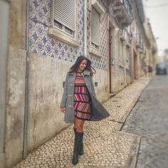Aquele momento em que o vento ajuda a mostrar o #LookDaLuli!  when the wind helps to show your #outfit... . . . #Lookdaluli  #lookdodia #vemparaportugal #ootd #portugal #look #lotd #fashion #fblogger #moda #fastfashion #fall #autumn #travelblogger  #workinggirl #worklook #boots #sweater #brunette #missoni #uniqlo