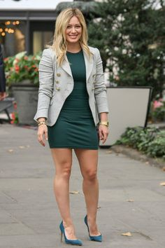 Hilary Duff looks inspiracion estilo hilary duff moda celebridades Fashion Week, Girl Fashion, Womens Fashion, Fashion Dresses, Belle Nana, Hilary Duff Style, Carla Brown, Great Legs, The Duff