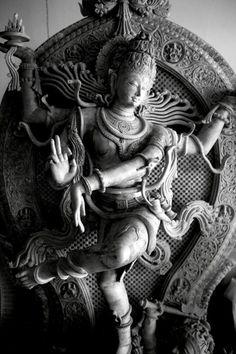 Hindu Cosmos — Shiva as Lord of Dance A statue of a dancing. Arte Shiva, Shiva Art, Shiva Shakti, Hindu Art, Kali Shiva, Kali Ma, Shiva Hindu, Hindu Temple, Buddha Sculpture
