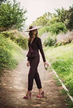 Guest look: Neoprene effect Guests, Uncategorized - Confessions of a Bo . Outfits With Hats, Casual Outfits, Fashion Outfits, Womens Fashion, Wedding Guest Style, Cocktail Outfit, Plus Clothing, Races Fashion, What To Wear