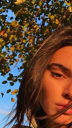 Kendall Jenner half selfie in sunlight. Kendall E Kylie Jenner, Kardashian Jenner, Kendall Jenner Wallpaper, Kendall Jenner Instagram, Kendall Jenner Snapchat, Kendall Jenner Modeling, Aesthetic Photo, Aesthetic Girl, Girls Heart
