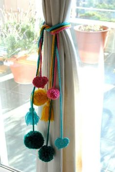Colourful curtain ties with pompoms Pom Pom Crafts, Yarn Crafts, Home Crafts, Diy And Crafts, Curtain Ties, Curtain Tie Backs Diy, Curtain Holder, Diy Curtains, Pom Pom Curtains