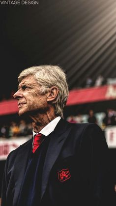The Boss,Arsène Wenger, há 20 anos no Arsenal. Fifa Football, Arsenal Football, Arsenal Players, Arsenal Fc, Arsenal Wallpapers, Soccer Workouts, Arsene Wenger, Football Is Life, Vintage Football