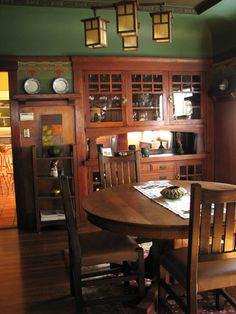 Home architecture styles craftsman dining rooms 19 ideas Craftsman Style Interiors, Bungalow Interiors, Craftsman Interior, Bungalow Homes, Craftsman Style Homes, Craftsman Bungalows, Craftsman Houses, Arts And Crafts Interiors, Arts And Crafts Furniture