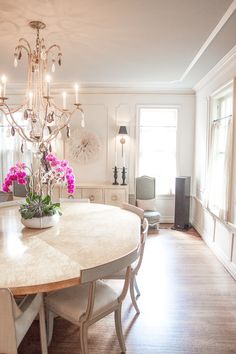 Neutral chic dining