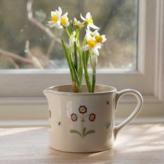 This elegant hand-painted planter is perfect for planting herbs or small flowering bulbs for a burst of indoor colour. Spring Home, Spring Garden, Susie Watson, Craft Stalls, Spring Bulbs, Egg Decorating, Daffodils, Spring Flowers, Dark Red
