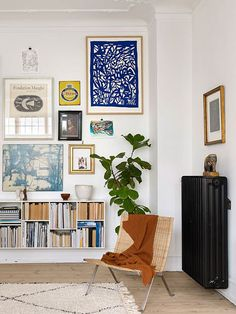 Love this eclectic gallery wall grouping - the unexpected addition of the deep b. - Love this eclectic gallery wall grouping – the unexpected addition of the deep blue work in the t - Decor Room, Living Room Decor, Living Spaces, Home Decor, Dining Room, Wall Decor, Living Walls, Wall Lamps, Room Art